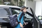 """当地时间6月28日,美国洛杉矶,刚刚曝光新恋情的""""甜茶""""蒂莫西·柴勒梅德和女友艾莎·冈萨雷斯现身街头。"""