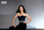 近日,李冰冰出镜《时尚健康》20周年刊封面大片,这是她第12次登封并解锁了第4个周年刊。