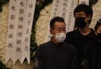 7月5日,著名电影表演艺术家于蓝遗体告别仪式在北京八宝山公墓举行,礼堂内循环播放着于蓝之子田壮壮执导的纪录片《德拉姆》选曲。