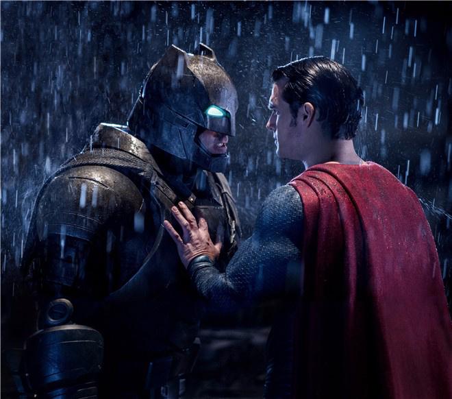 《蝙蝠侠大战超人》终极版上线 全片长达3小时