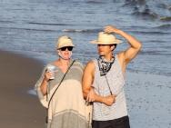 預產期將至!水果姐和奧蘭多海灘散步沐浴陽光