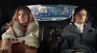 《法式告别》首曝剧照 菲佛母子与黑猫组一家三口