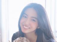 元氣少女!木村光希與愛犬玩耍 燦笑露可愛虎牙