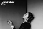 7月13日,周迅登封《嘉人MarieClaire》8月刊封面大片释出。简单的黑白光影呈现出电影质感。周迅精致的容颜搭配暗黑系妆容酷劲满分,黑纱遮面配合深邃的眼神,优雅的身姿,堪称教科书级的镜头表现力令人叫绝!