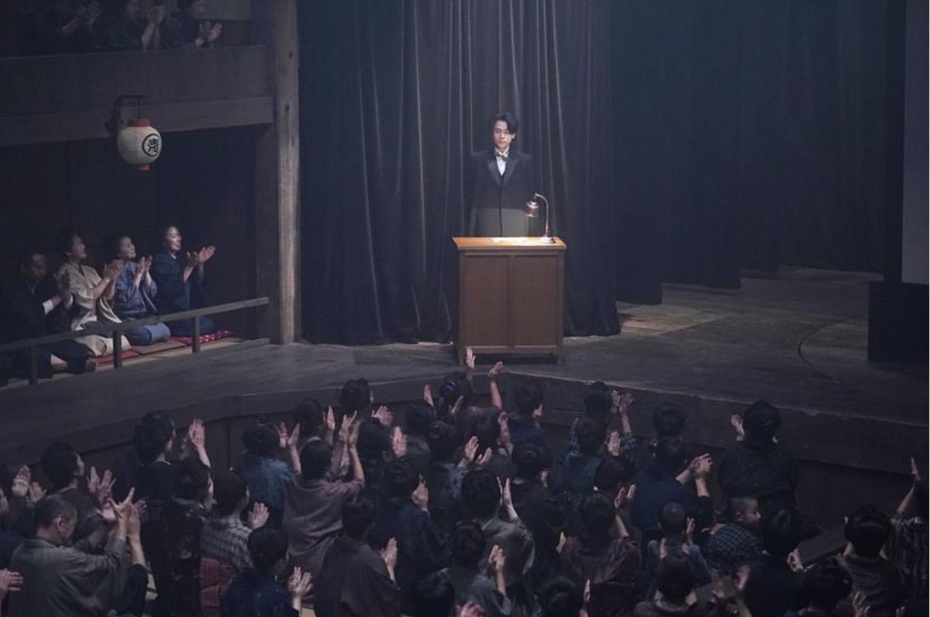 """皇冠app下载:解读日本影戏《默片解说员》中的""""迷影精神"""" 第1张"""