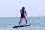 """当地时间7月12日,美国马布里,""""水果姐""""凯蒂·佩里和未婚夫""""开花""""奥兰多·布鲁姆现身海滩。"""