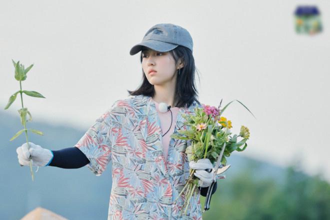 allbetgaming下载:(张子枫欧)阳娜娜田园写真曝光 【姐妹】二人携手摘花 第2张
