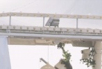 7月17日,赵丽颖录制《中餐厅4》再曝新路透。随意扎起长发的赵丽颖,一身浅色装扮正在打扫餐厅卫生,擦桌子收拾碗筷非常认真。