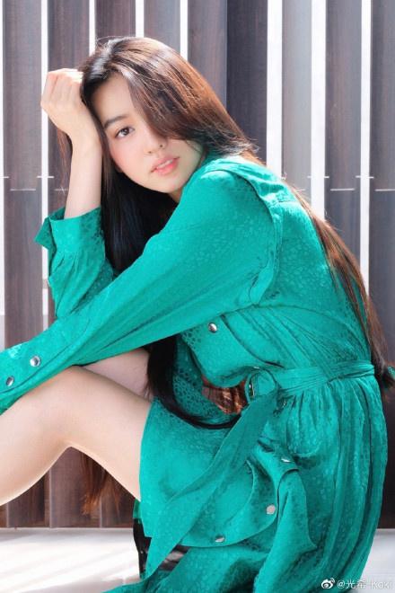 木村光希長發及腰側顏精緻 翡翠綠連衣裙顯知性