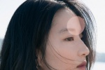 劉亦菲分享九宮格美照 穿性感一字肩上衣凝望遠景