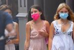 日前,汤姆·克鲁斯独生女苏瑞·克鲁斯现身街头,和闺蜜们约会。当天,苏瑞穿着粉色连衣裙搭配桃红色肩背包,长发披肩,举手投足间星范儿十足。