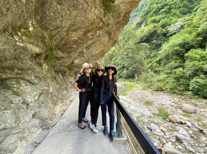 《【杏鑫平台代理怎么注册】姐妹们的旅行!SHE相约爬山 全员梳俏皮麻花辫》