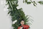 日前,李易峰化身森系少年登上《芭莎男士》八月刊封面,置身在电梯花园里的峰峰身穿撞色毛衣,文艺慵懒好似邻家学长。