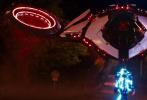 """7月24日,改编自全球知名游戏的好莱坞真人动画电影《刺猬索尼克》发布""""酷玩地球""""版预告和艺术海报。预告中索尼克从自己的星球闯入地球,开启了一场欢乐无限又全程高能的惊天大冒险,并即将与金·凯瑞饰演的天才大反派蛋头博士一决高下!同期曝光的全新艺术海报霓虹元素未来感十足,索尼克炫酷奔来,解锁疾速新世界。影片7月31日震撼上映,快来影院约会""""蓝朋友"""",和索尼克一起玩转地球!"""