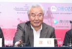 7月27日,第23届上海国际电影节一带一路电影周开幕影片《白云之下》举行发布会。导演王瑞,编剧陈枰,主演涂们、塔娜、吉日木图等亮相发布会。导演王瑞透露,自己为了拍摄这部电影,寻找投资,历时12年才得以完成,可谓来之不易。
