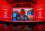 """7月27日,第23届上海国际电影节年度官方活动""""第七届全球电影产业链发展论坛""""举办,中外嘉宾通过云端展开视频对话,中央广播电视总台新媒体平台对本次活动进行直播。"""
