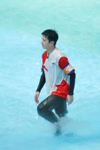 《元气满满的哥哥》泳池路透 杨洋湿身尽显好身材