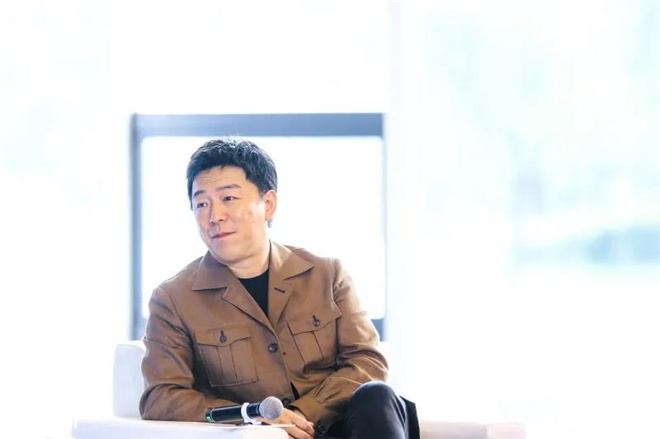 阳江军刀网:上影节青年影戏沙龙举行 黄渤徐峥宋佳交流心得 第4张