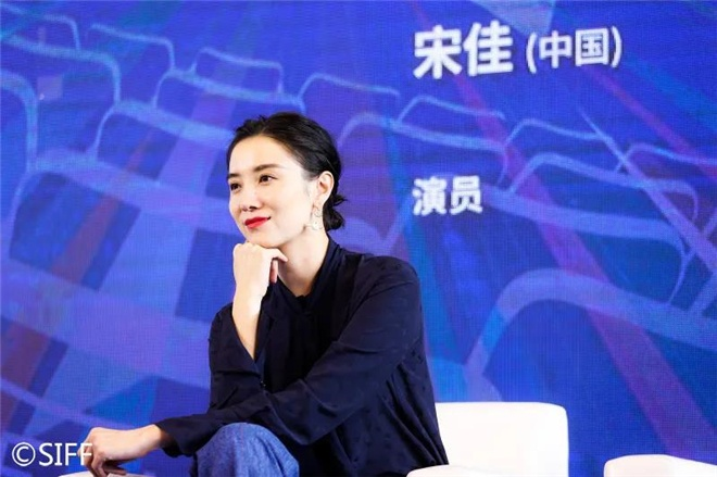 阳江军刀网:上影节青年影戏沙龙举行 黄渤徐峥宋佳交流心得 第6张