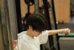 7月28日,王俊凯工作室官博粉丝破千万关注,为了庆祝这一时刻工作室分享了一组老板王俊凯的照片,首次解锁王总健身日常。