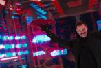 """改编自全球知名游戏的好莱坞真人动画电影《刺猬索尼克》,7月29日发布""""喜剧之王""""版特辑,揭秘金·凯瑞饰演蛋头博士的幕后故事。好莱坞喜剧之王金·凯瑞凭借这部新作首登内地银幕,引爆粉丝和影迷期待。更令人兴奋的是,金·凯瑞这次不仅将再现神级颜技、极致肢体表演,甚至连独门舞姿也悉数奉上,高能演出全程""""笑果""""炸裂。电影7月31日登陆全国院线,""""喜剧之王""""再战银幕的票房口碑佳作,欢乐不容错过!"""