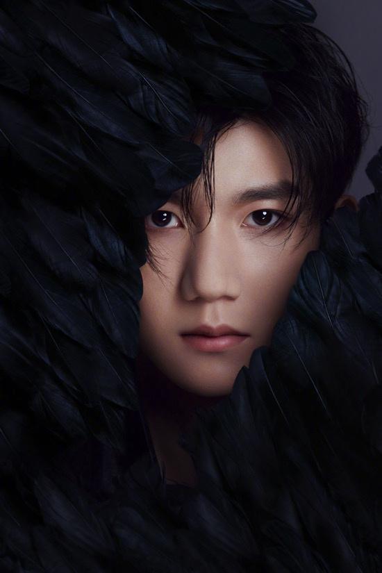 TFBOYS七周年写真王俊凯王源易烊千玺黑羽造型