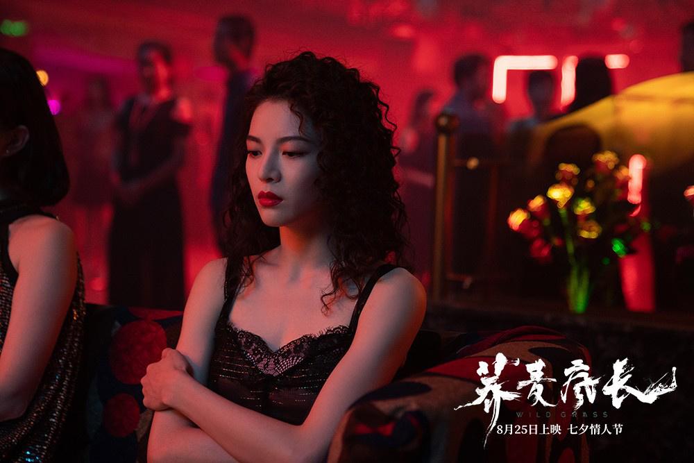 """《荞麦疯长》曝""""我演我本身""""特辑 钟楚曦水下起舞"""