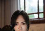 7月29日晚,唐嫣在社交平台分享了一组老公罗晋为自己拍摄的时尚大片,罗晋专业的拍摄水准获得了不少网友的称赞。