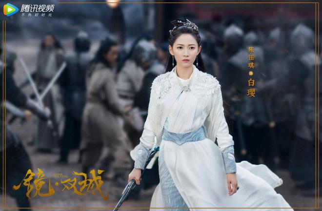 《镜·双城》曝角色海报 李易峰陈钰琪造型解锁
