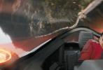 """改编自全球知名游戏的好莱坞真人动画电影《刺猬索尼克》今日上映,五大看点造就巅峰超能对决!酷萌的音速小子全速开跑,带来大银幕的劲爽体验。""""喜剧之王""""金·凯瑞饰演反派蛋头博士火力全开,炫光四射的武器轰炸引爆视听冲击。与此同时,""""酷玩中国""""片段及全新海报震撼曝光。海报中索尼克一身酷炫穿搭整装待发。片段中蛋头博士追击音速小子穿梭世界各个角落,万里长城、埃菲尔铁塔等地标建筑尽数成为索尼克的畅爽跑道。!"""