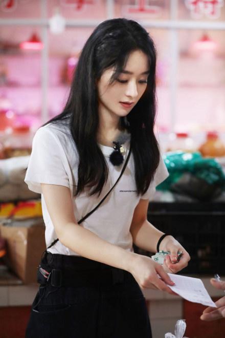 《中餐厅》首播赵丽颖担财务重任 金句频出超有梗