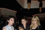 8月2日,程晓玥通过微博上晒出一组和闺蜜的日常照。值得注意的是,与其一起合照的闺蜜中除了吴千语外,还有周扬青。