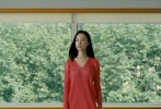 8月3日,倪妮为《OK!精彩》拍摄的最新封面大片曝光。倪妮尝试各类造型,或穿红色褶皱裙眼神勾人,或灰西装配蓝衬衫衬托文艺清冷,或坐在楼梯上宛若油画,表现力十足。没有张扬肢体动作,内敛含蓄地呈现,夏日的恬静,文艺温柔,气质优雅。