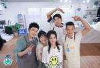 7月31日《中餐廳4》正式開播,趙麗穎和合伙人黃曉明、張亮、林述巍、李浩菲開啟為期21天的美食奇妙漂流。