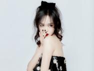 唐嫣产后首亮相宣传新剧 辟谣生双胞胎:是女儿