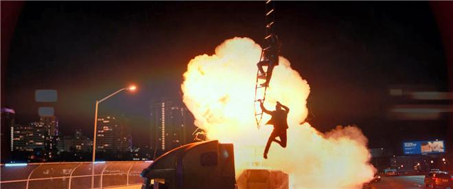 《绝地战警5》8.14上映 史皇遭暴力摩托车队追杀