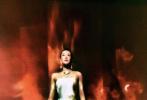 8月4日,备受关注的《Vogue》金九月封面揭晓,章子怡成为2020年9月刊封面人物。这组油画封面大片中,章子怡身穿白色露肩长裙优雅知性,油画风格尽显复古韵味,冷暖撞色高级有态度!