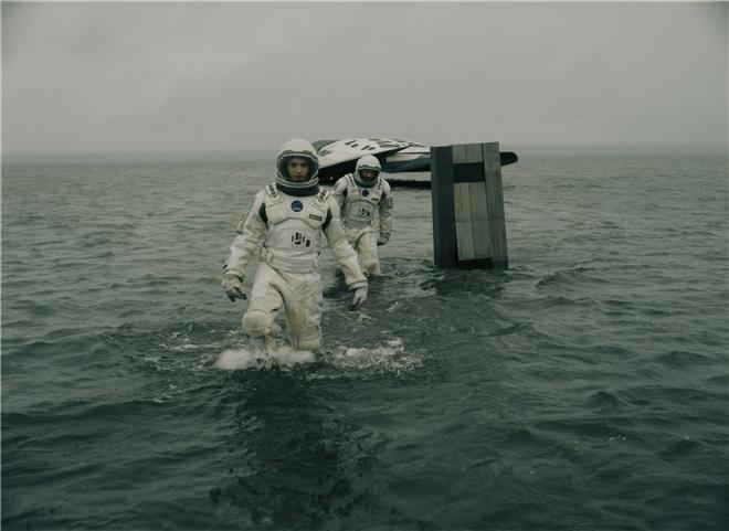 《星际穿越》内地票房破8亿 六年后重映依旧火爆