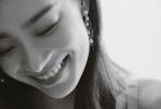 """8月5日,倪妮通过微博晒出一组美照写道""""Smile""""。照片中,倪妮身穿一袭金色镶珍珠吊带透视裙,曼妙身段一览无遗,搭配同元素耳饰,性感亦优雅,简直尤物本人了!"""