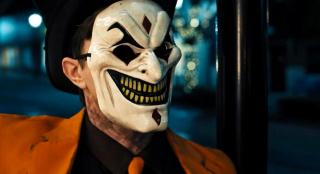 如果这小丑深夜总敲门,千万别赶他走,否则后果不堪设想!