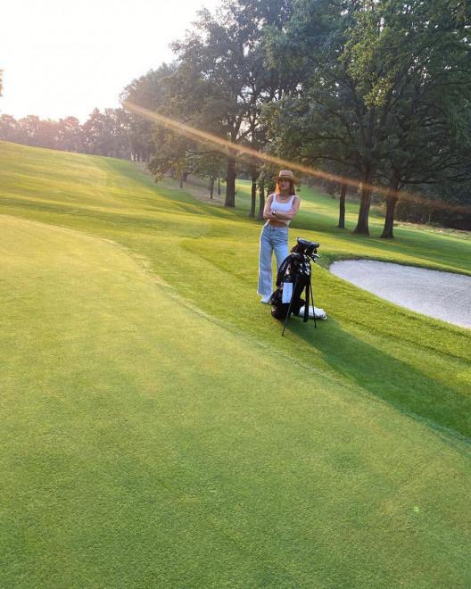 荷兰弟和新女友打高尔夫 同时晒对方照片秀恩爱