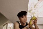 8月12日,黄晓明曝光了一组夏日午后大片,写真整体呈现出复古的画报风格,让大家看到黄晓明驾驭不同角色的可能。