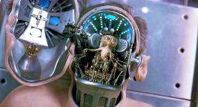 外星人大量移民地球,利用高科技伪装成人类,一部科幻喜剧电影