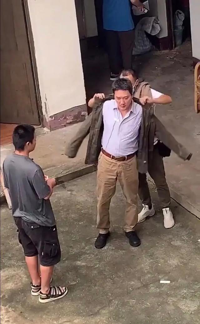 《【杏鑫平台佣金】虚胖?冯绍峰小肚腩凸显疑发福 晒健身照这样回应》