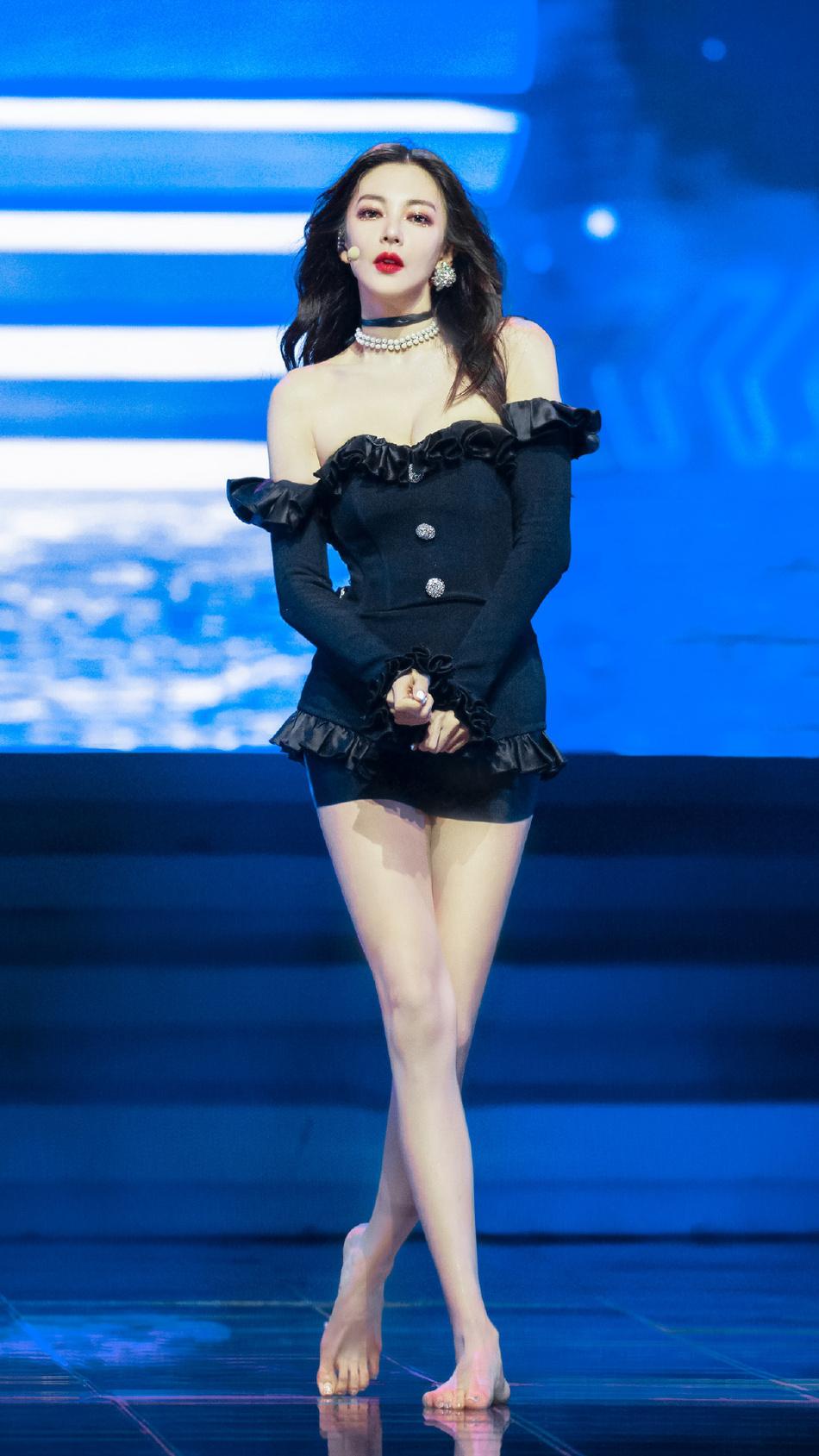 美食流城市合伙人:张雨绮绝了!拥有韩剧女主脸的她另有丰胸美腿 第1张