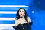 8月13日,张雨绮身材引起热议登上微博热搜,引起热议的图是来自综艺的一组舞台剧照。