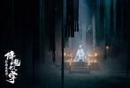 """根据金庸小说改编的武侠电影《射雕英雄传之降龙十八掌》日前正式杀青。杀青图再现郭靖""""弓弯有若满月,箭去恰如流星""""的侠骨风姿,大气磅礴的江湖豪情跃然而出,更引爆诸多观众的武侠情怀。影片围绕少年郭靖初入江湖后奇遇不断的热血成长经历展开,将于2021年与观众见面。"""
