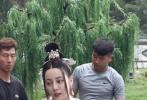 近日,由迪丽热巴主演的电视剧《长歌行》曝光了一组路透照,照片中,迪丽热巴画着精致的妆容,身穿齐胸襦裙,整个人仙气十足。