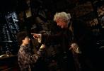 """为庆祝""""哈利·波特""""系列图书引进中国20周年,根据J.K.罗琳畅销小说""""哈利·波特""""系列第一部改编的电影《哈利·波特与魔法石》,推出全新4K修复3D版,自今日起,影片正式在中国院线全面开画。中国影迷可以领先全球,率先欣赏到这一部充满全新体验的传世经典。"""