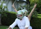 大本48歲生日收生日大禮 騎新座駕帶女友安娜兜風